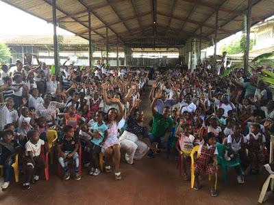 Estudiantes De Bahía Solano Reciben Dotación Escolar